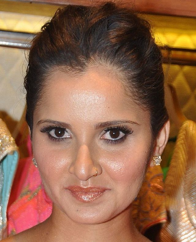 Glamours Player Sania Mirza Stills In Yellow Dress - Tolly Boost
