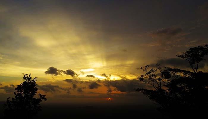 Suatu Senja di Bukit Klumprit