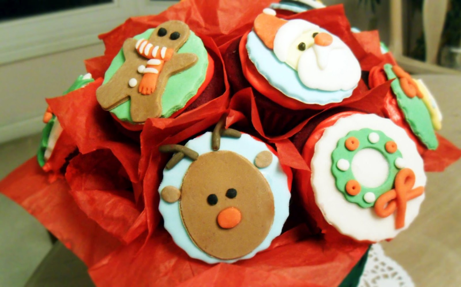 Sweetest Present to Give: Christmas Cupcakes Bouquet {Tutorial}