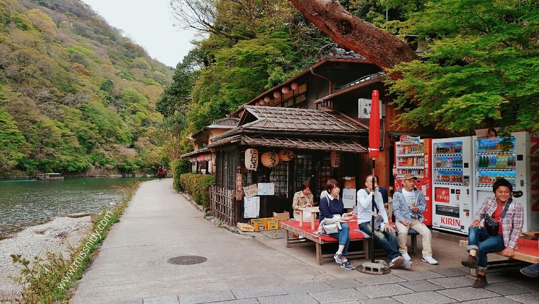 jalan-jalan di arashiyama jepang