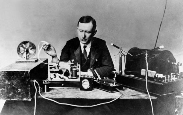 Guglielmo_Marconi_1901_wireless_signal.j