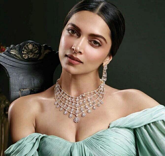 Deepika-Padukone-hot-7.jpg