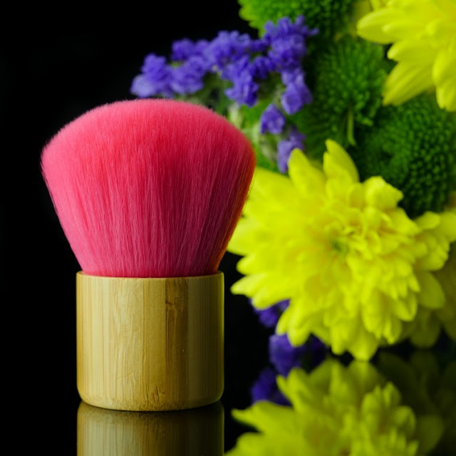 The English Mineral Makeup Company pink kabuki  Brush