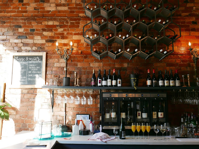Birthday Bubbles | Celebrating 26 Years At Toast Wine Bar | Local Loves #Hamont | labellesirene.ca