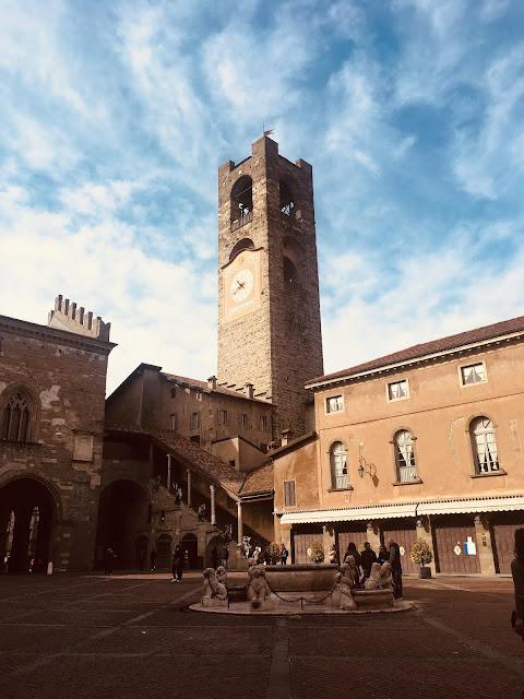 Piazza Vecchia, Campanone, Palazzo della Ragione
