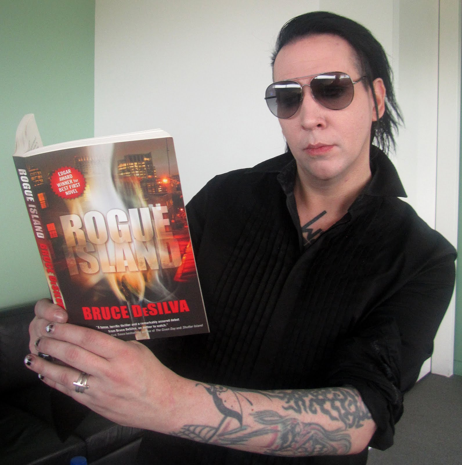 Sons Of Spade Guest Post Look Who S Reading Mine By
