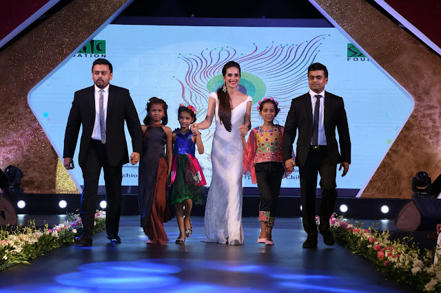 Mr. Ketan and Jatin Chokshi of Narayan Jewellers walking the ramp along with beautiful actress Tara Sharma and Smile Foundation kids at Ramp for champ event_1