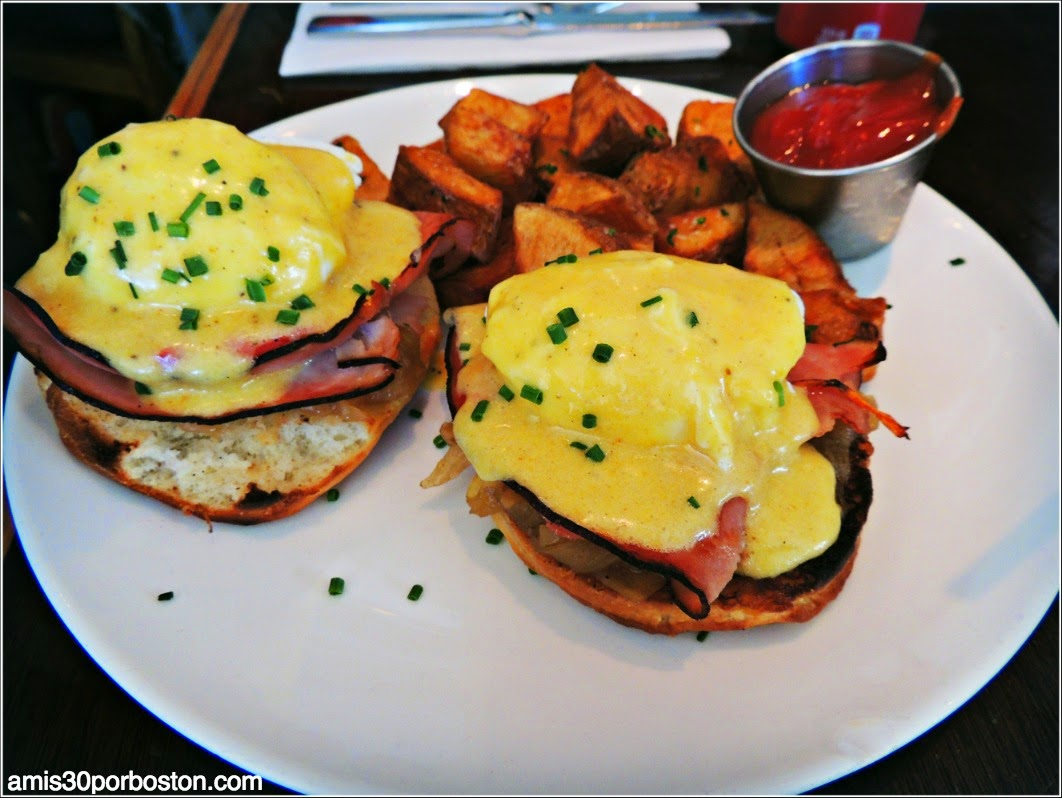 Mission Beach Cafe: Classic Egg Benedict, potatoes