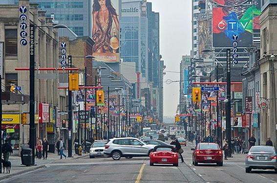 Calle Yonge Street de Toronto. Canada