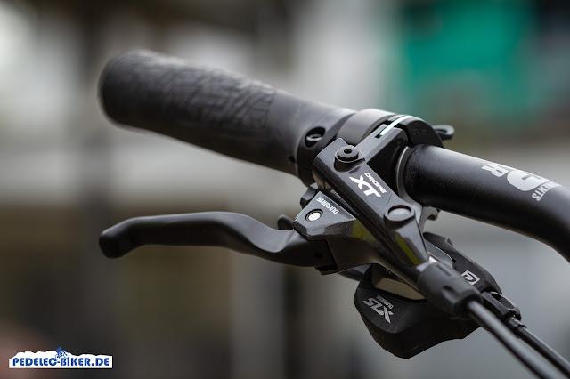 Bremshebel und Bremssattel am Haibike SDURO Trekking 6.0 stammen aus der Shimano XT-Serie.