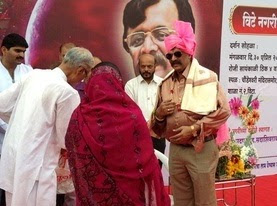 Sadguru-Aniruddha-Bapu-welcomed-by-the-MLA-of-Vita