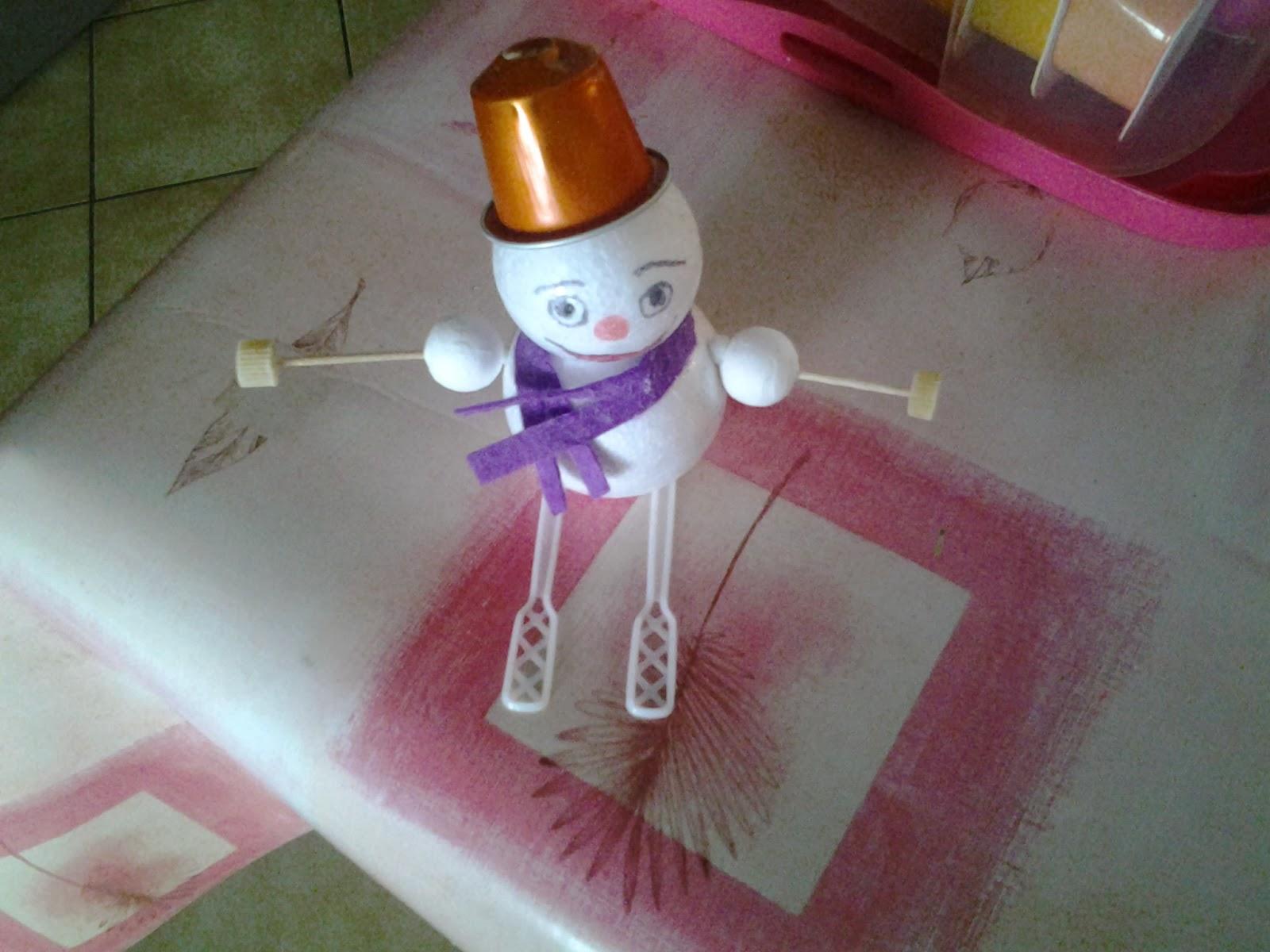 les creakids de tatie bonhomme de neige avec des skis. Black Bedroom Furniture Sets. Home Design Ideas