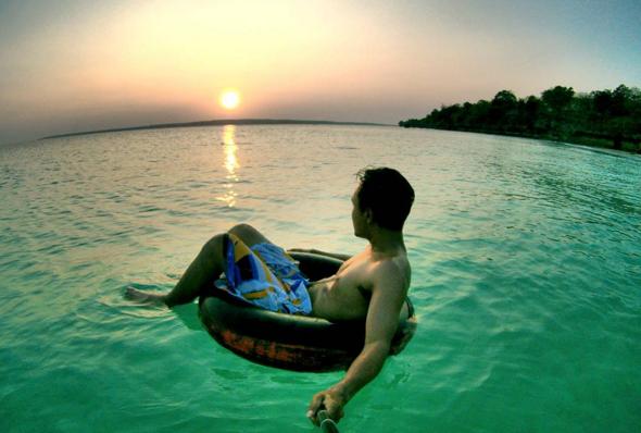 traveling ke pulau buton 3 pantai ini wajib kamu kunjungi