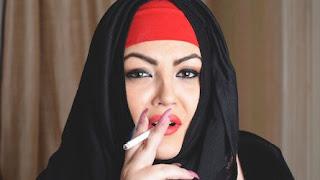 مطلقة سورية ارغب بالزواج من خليجى واقبل بزواج المسيار