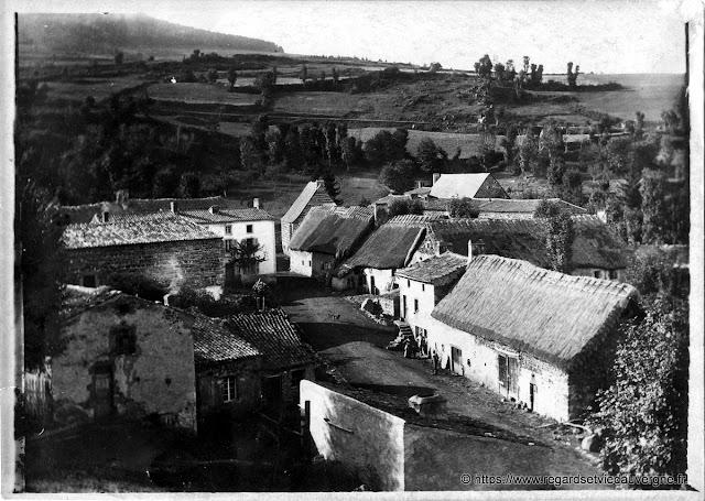 Village à identifier, photo ancienne noir et blanc.