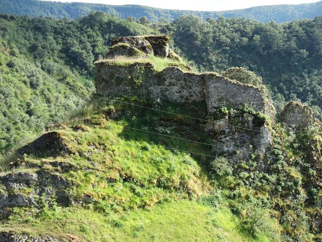 Castillo de Carbedo en Folgoso do Courel