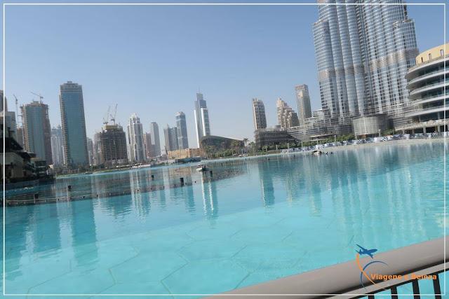 Dubai Mall, em frente a Dubai Fontain