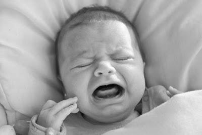 Les médecins sont formels là-dessus, il ne faut jamais laisser un enfant pleurer