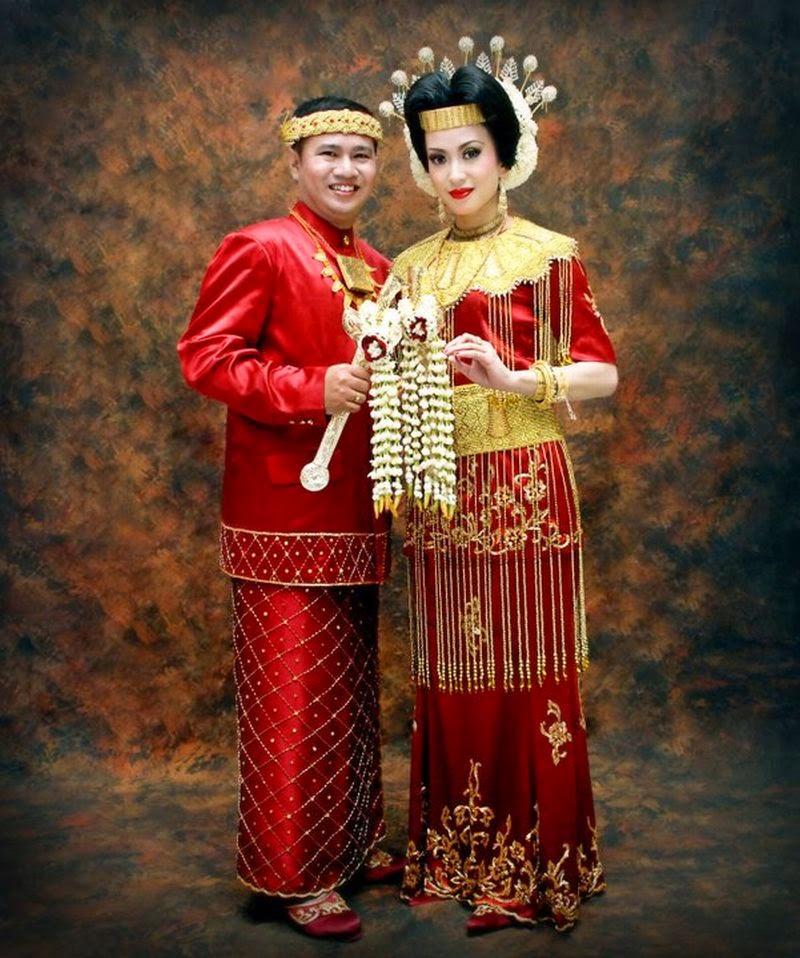 Pengantin Adat Indonesia Timur Ternate Merah