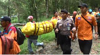 Pendaki Gunung lawu Yang Tewas Di Puncak Berhasil Di Evakuasi