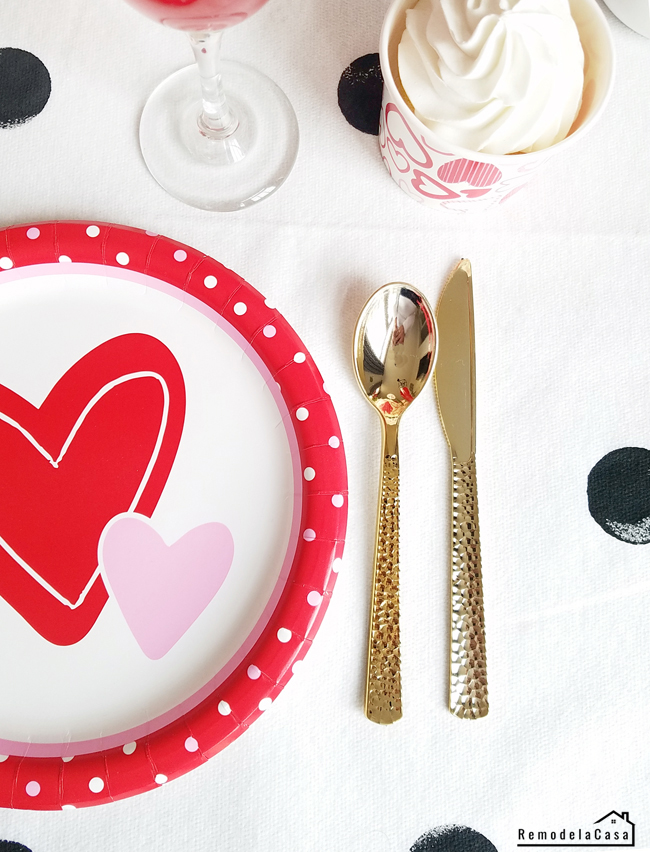 disposable tableware for Valentines day