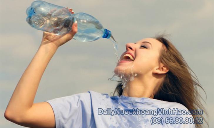 Uống nước như thế nào trong mùa hè