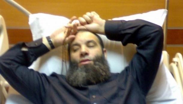 أنباء متداولة عن وفاة الداعية السلفي محمد حسان .. ونجله يوضح الحقيقة وينشر صورة