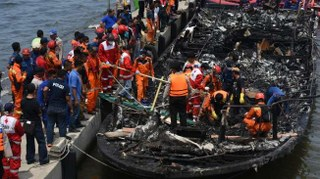 Sebuah kapal wisata Zahro Express terbakar di tengah lautan dalam pelayarannya ke Pulau Tidung Kepulauan Seribu Jakarta. Selang beberapa saat setelah terbakar beberapa kapal yang berlayar di sekitar kapal Zahro Express langsung mendekat dan berusaha memberi pertolongan