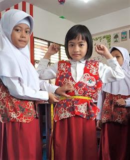 Siswa Kelas Dua SD 001 Balikpapan Timur Dididik Jadi Fashion Designer
