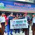 Pemprov Sumbar Serahkan Bantuan 1 Ton Rendang dan Uang Rp. 450 juta