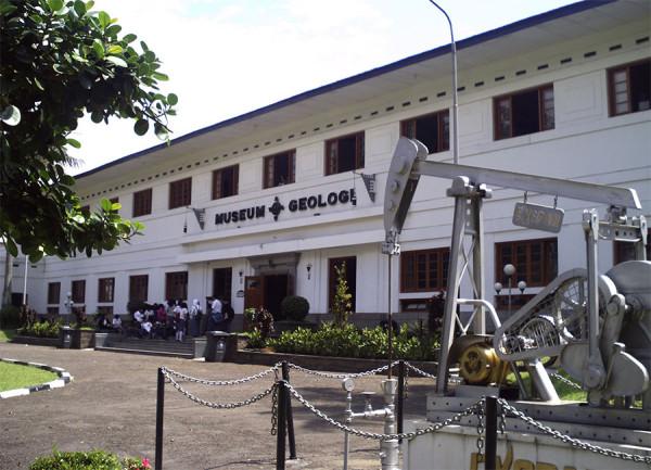 Kunjungan para pelajar ke Museum Geologi di Kota Bandung