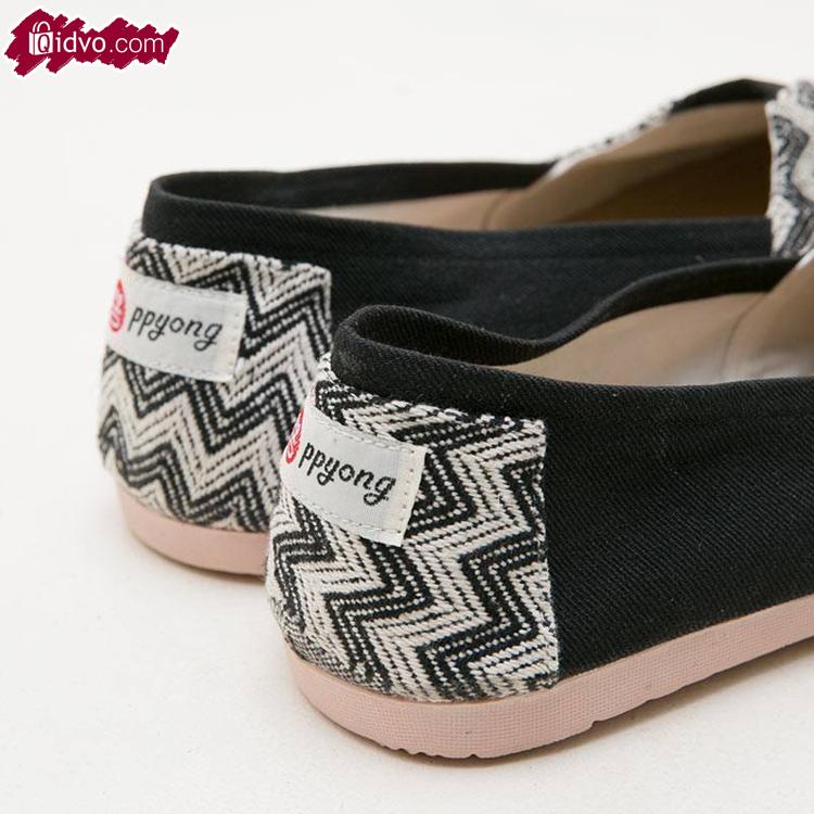 Sepatu Flat Wanita Ziggy Black - Hitam Putih