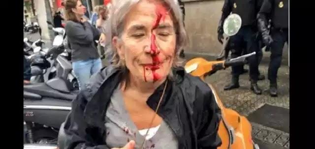 Η ισπανική αστυνομία ξεκίνησε εφόδους σε εκλογικά κέντρα στην Καταλονία – Γιατί οι Καταλανοί επιδιώκουν ανεξαρτησία