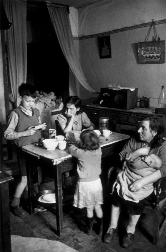 Glasgow Slum In The Late 1940s 22 Harrowing Photographs