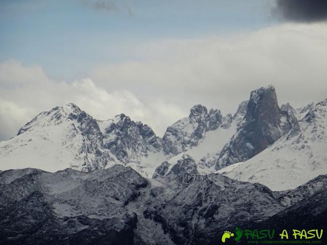 Sierra de la Cueva Negra: Desde el Alto Teyadera, vista del Urriellu
