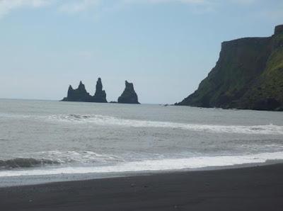 Spiaggia nera di Vik in Islanda