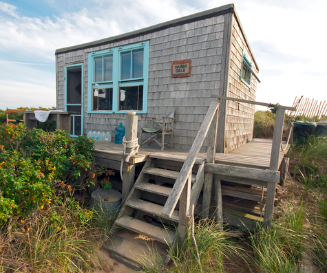 Tiny house love 13 small coastal cottages by the sea for Small beach homes