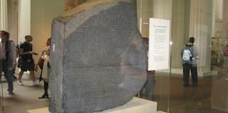 """اكتشاف تمثال مصنوع من الحجر الرملي لـ""""أبو الهول"""" بمعبد كوم أمبو في أسوان"""
