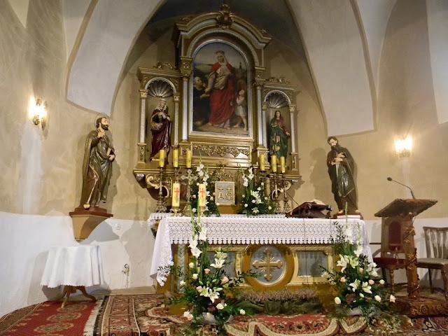 Kościół w Kłobuczynie posiada piękny ołtarz.