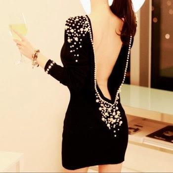 Accesorios para un vestido negro de cuello alto