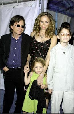 Michael J. Fox, Tracy Pollan y sus hijos en la premiere de la película de Disney 'Atlantis', donde el actor doblaba al protagonista Milo (2001)