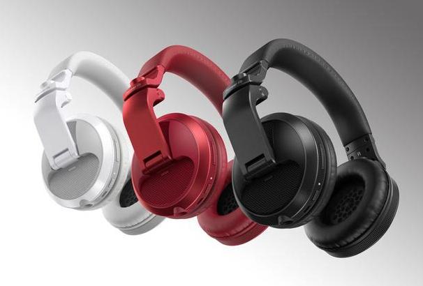 Pioneer DJ: nuove cuffie HDJ-X5 BT, tecnologia bluetooth per accompagnarti dalla strada al club