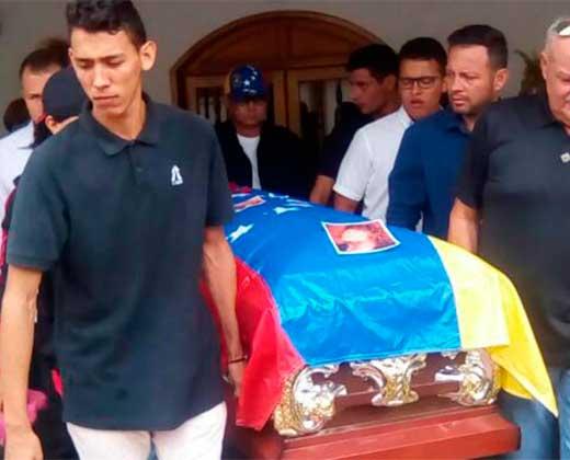 ¡EN FOTOS Y VIDEO! Así le dieron el último adiós a Gruseny Antonio Canelón en Lara