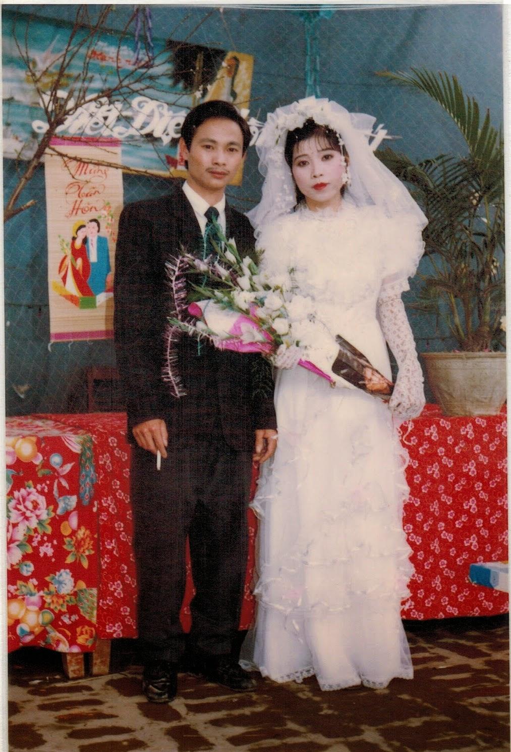 Được nghe bố mẹ kể: Năm 1994, bố mẹ tôi cưới nhau, khi tuổi còn trẻ, cuộc sống còn khó khăn lắm. Ông bà nội ngoại hai bên đều rất nghèo, ...