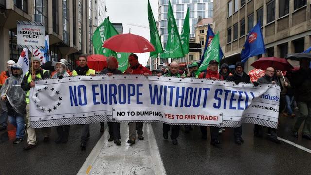 Miles de personas marchan en Bruselas contra decadencia económica