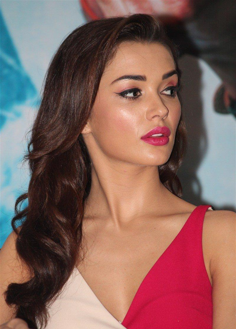 Amy Jackson Miss Teen World 2009: Amy Jackson Looks Irresistibly Sexy At Tamil Film 'Theri