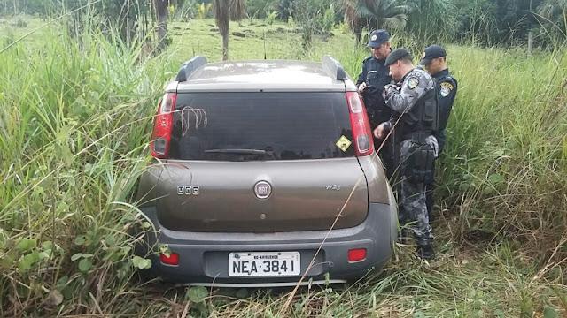 Dois homens são executados a tiros dentro de um carro à beira da BR 364