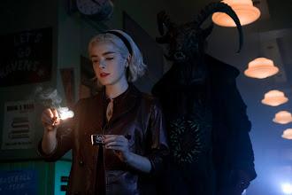 """Magia jest kobietą – przedpremierowa recenzja pięciu odcinków drugiego sezonu """"Chilling Adventures of Sabrina"""""""