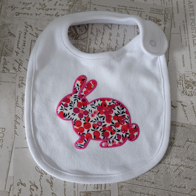 No Sew Fabric Applique Bib with Flock HTV Edging