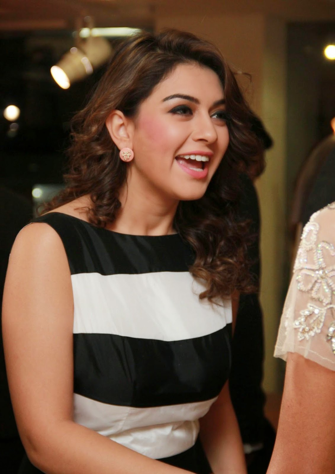 High Quality Bollywood Celebrity Pictures: Hansika Motwani